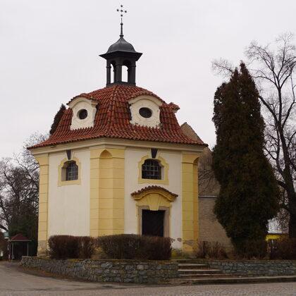 Kaple Panny Marie Pomocné - Santiniho kaplička, foto H2k4, Wikipedia