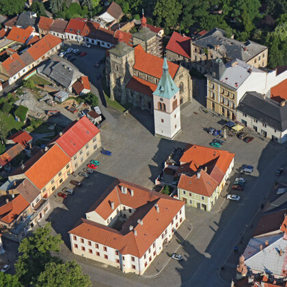 Square with town hall, church and bell tower, photo by Zdeněk Fiedler, Wikipedia
