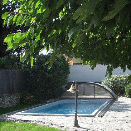 Solar beheizter Pool im Garten