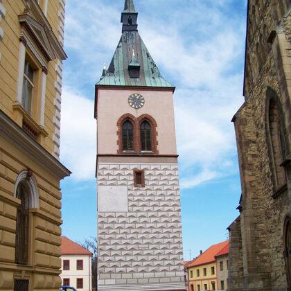 Der Glockenturm in der St.-Stephans-Kirche, Foto von ŠJů, Wikipedia
